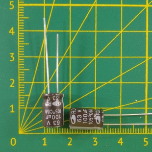 100 мкФ х  63В Конденсатор электролитический 105С