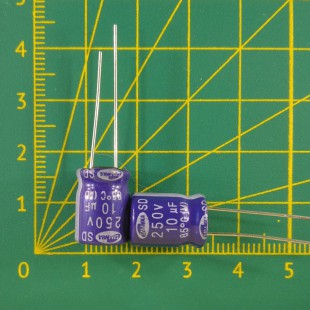 10 мкФ х  250В Конденсатор электролитический 85С