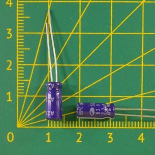 2,2 мкФ х  63В Конденсатор электролитический 85С