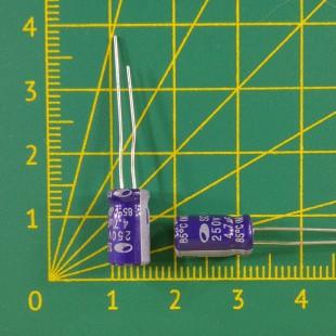4,7 мкФ х  250В Конденсатор электролитический 85С