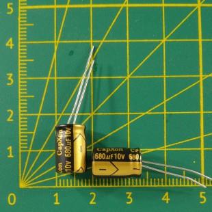 Конденсатор компьютерный 680 мкФ х 10В